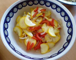 Süß-saurer Zucchinisalat