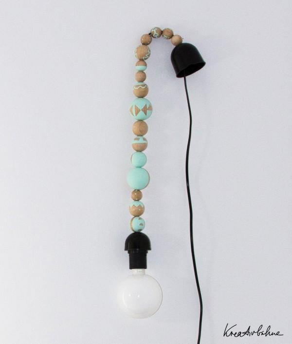 Lampe aus Holzkugeln
