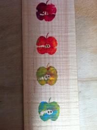 Apfeldruck auf Holz