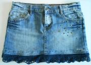 Alter Jeansrock mit Häkelspitze