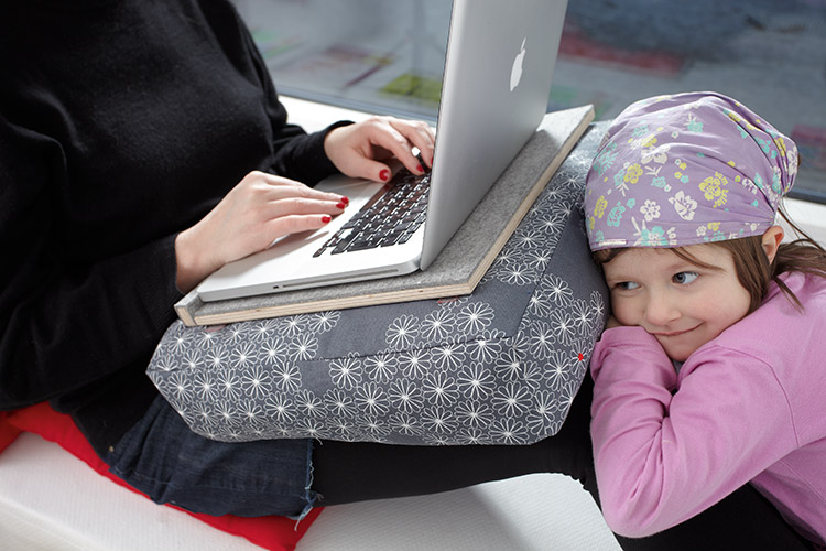 notebook tablett f r couch nerds handmade kultur. Black Bedroom Furniture Sets. Home Design Ideas
