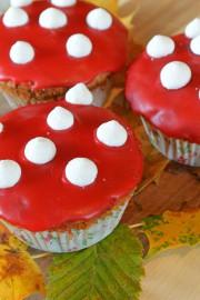 Essbare rote Fliegenpilz-Muffins