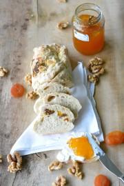 Schnelles Früchtebrot mit Aprikosen, Feigen und Walnüssen