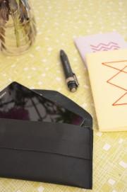 Schwarz in schwarz: Neues Handy, neue Hülle