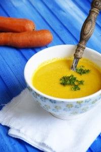 Vegane Möhren-Ingwer-Suppe mit Kokosmilch