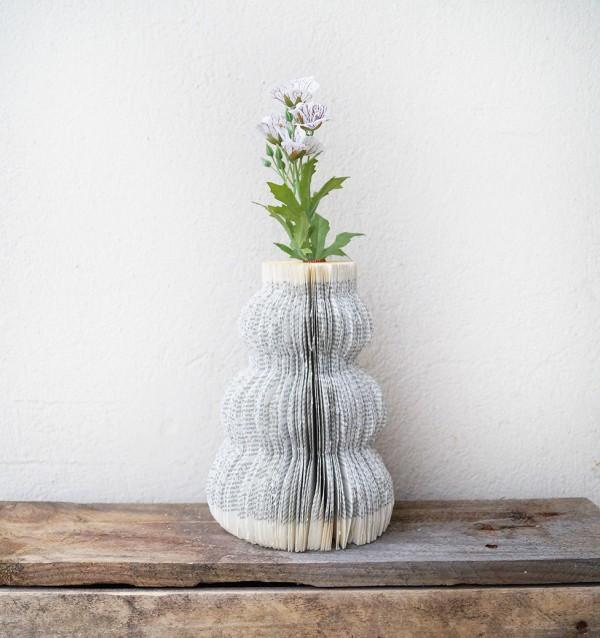 buchvase handmade kultur. Black Bedroom Furniture Sets. Home Design Ideas