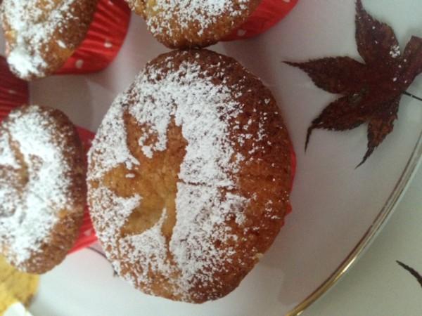 Zum Herbst gehören diese saftigen Apfelmuffins!