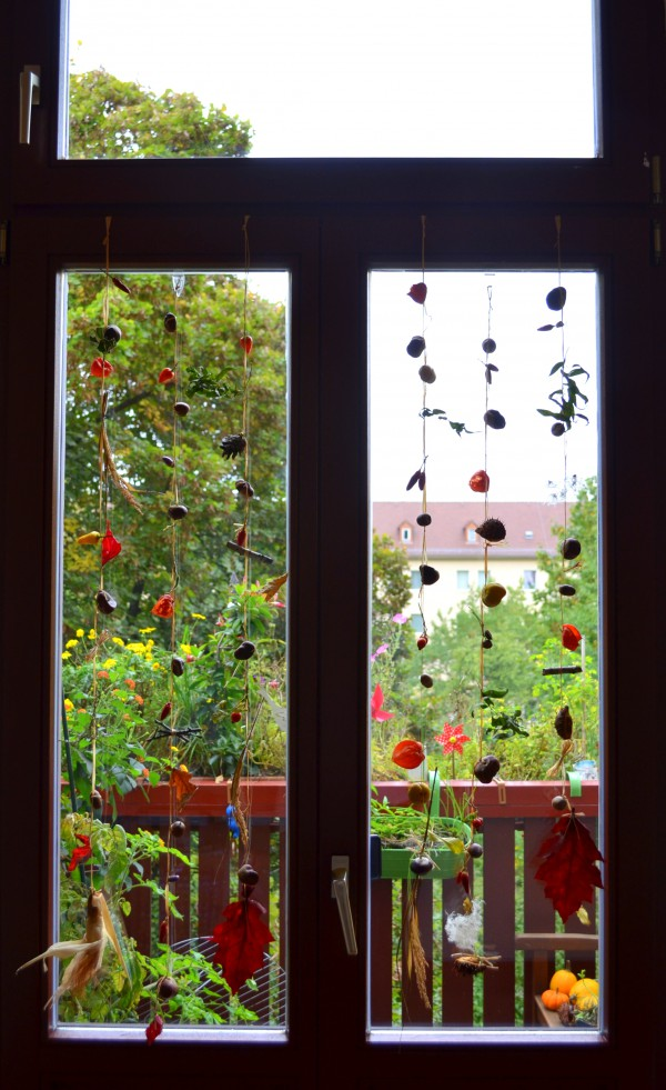 Fensterketten aus Naturschätzen