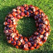 Herbstkranz aus Kastanien