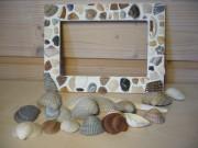 Ein Bilderrahmen mit Muschel-Mosaik
