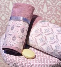 Handtuch und Badetuch mit Barockblumen