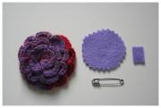 Kleines Weihnachtsgeschenk - Eine Häkelbrosche aus einer Blüte herstellen