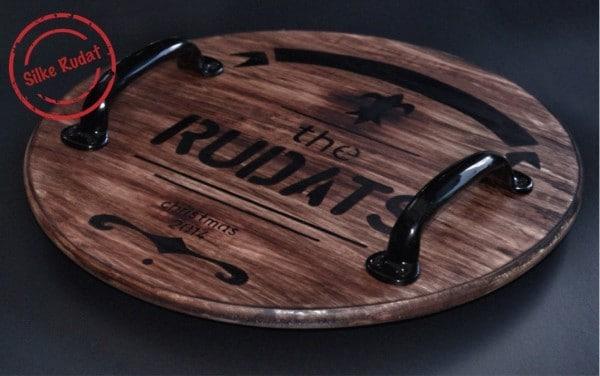 Vom Whiskyfass inspiriertes Holztablett