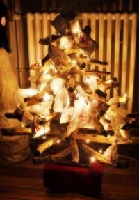 Ein Weihnachtsbaum aus Ästen