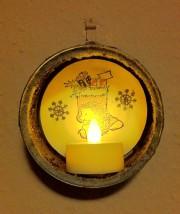 weihnachtliches Windlicht aus Recycling-Material