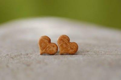 Holzohrstecker Herzen aus Marillenholz
