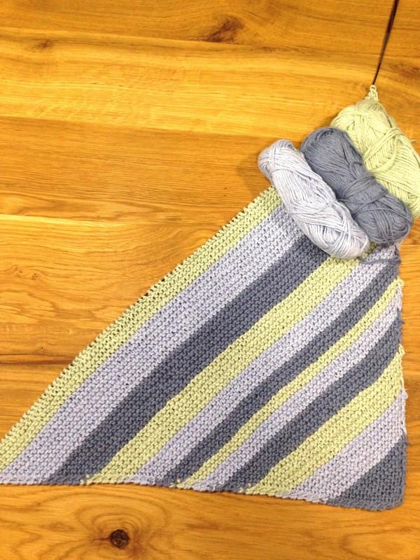 Eine Decke mit Diagonalstreifen stricken - HANDMADE Kultur