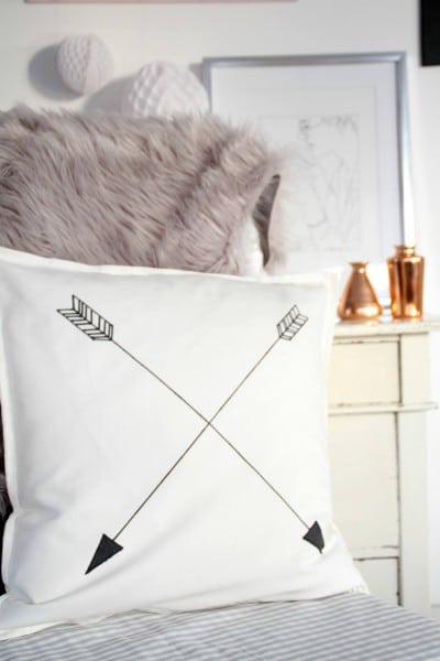diy arrow kissen a la ferm living handmade kultur. Black Bedroom Furniture Sets. Home Design Ideas