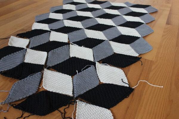 Geometrische Häkeldecke mit 3D-Effekt - HANDMADE Kultur