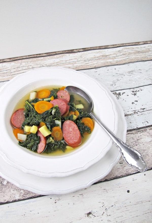 Grünkohlsuppe mit Topinambur von den [Foodistas]