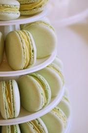 Macarons mit weißer Ganache von den [Foodistas]