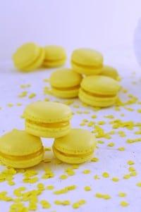 Konfetti Macarons mit Lemon Curd von den [Foodistas]