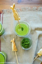 Kohlrabi-Erbsen-Cremesuppe mit Blätterteighasen von den [Foodistas]