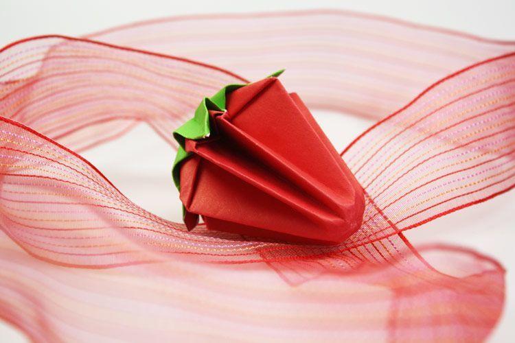 origami erdbeere basteln handmade kultur. Black Bedroom Furniture Sets. Home Design Ideas