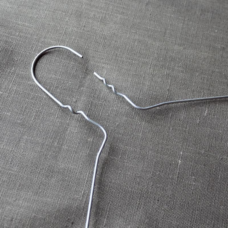 upcycling draht kleiderb gel mit strickliesel schn ren handmade kultur. Black Bedroom Furniture Sets. Home Design Ideas