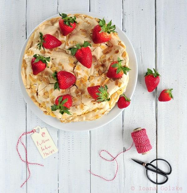Erdbeersahne-Baiser Torte