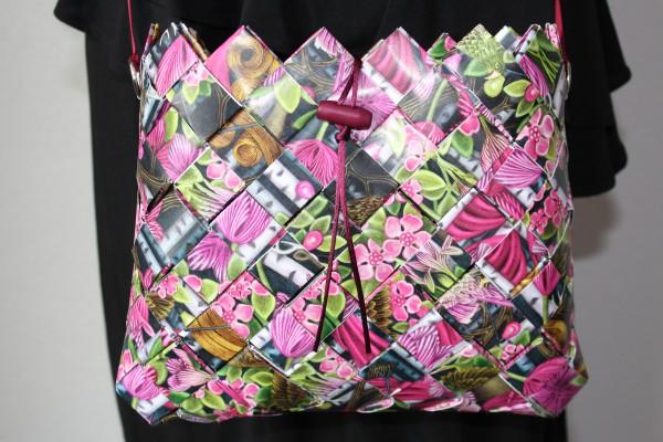 handtasche aus papier handmade kultur. Black Bedroom Furniture Sets. Home Design Ideas