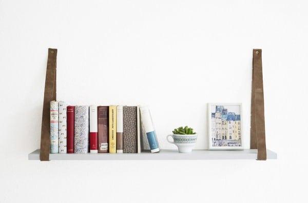 ein regal mit g rtel handmade kultur. Black Bedroom Furniture Sets. Home Design Ideas