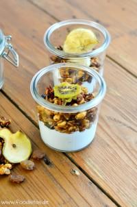 Homemade Granola mit getrockneten Früchten von den [Foodistas]