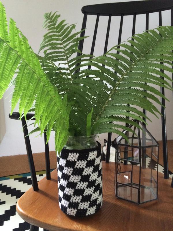 Ich seh schwarz – weiß… Vase umhäkeln