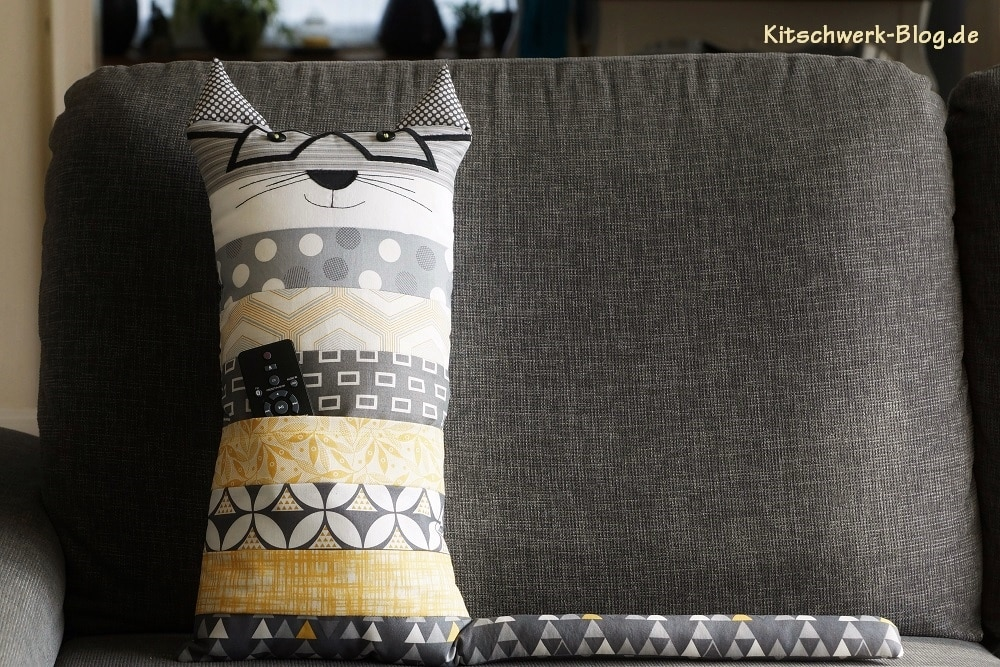 diy kissen fernsehkatze handmade kultur. Black Bedroom Furniture Sets. Home Design Ideas