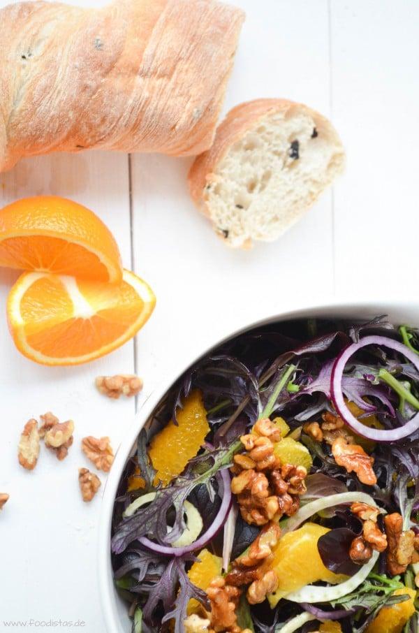 Lila Salat mit Orangen und Fenchel, dazu karamellisierte Walnüsse und ein Honig-Senf-Dressing von den [Foodistas]