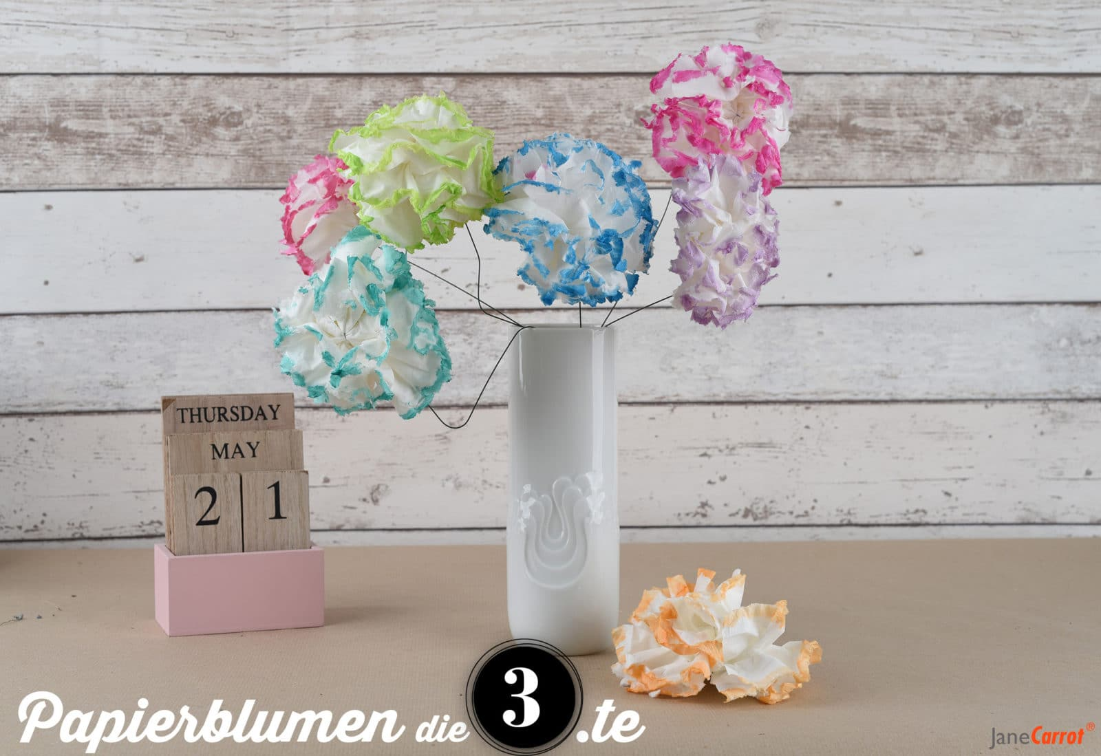 papierblumen aus tempos ja heisst ja papier taschent cher handmade kultur. Black Bedroom Furniture Sets. Home Design Ideas
