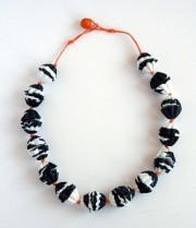 Zebracollier aus handgemachten Perlen - aus Kaltporzellan WePAM