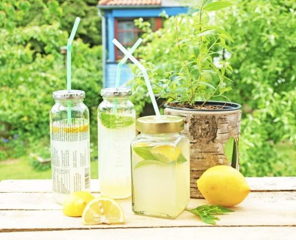 zitroneneis und limonade mit zitronenverbene handmade kultur. Black Bedroom Furniture Sets. Home Design Ideas