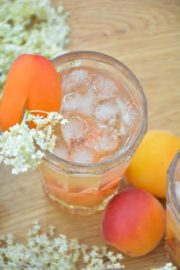 Elderflower meets Grilled Apricot von den [Foodistas]