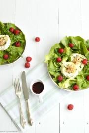Grüner Salat mit honigglasiertem Ziegenkäse von den [Foodista]