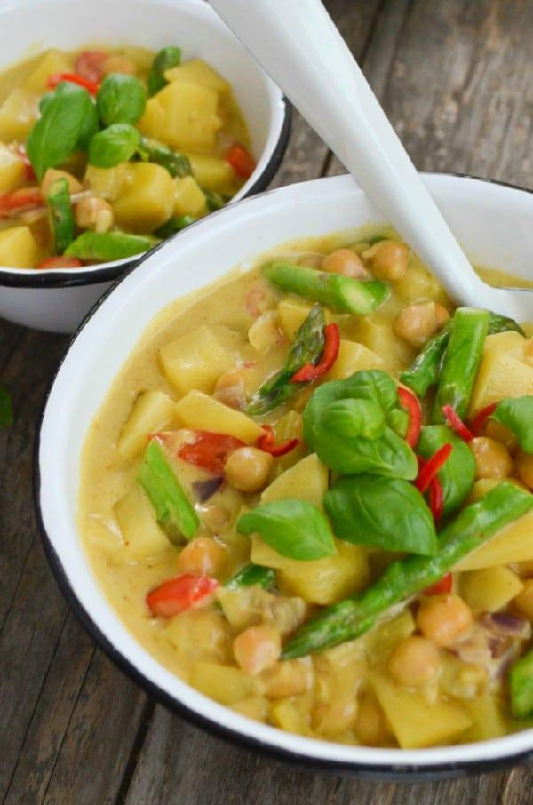 Kichererbsencurry mit grünem Spargel von den [Foodistas]