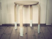 Pastell & Holz: Hocker-Upcycling in Mint