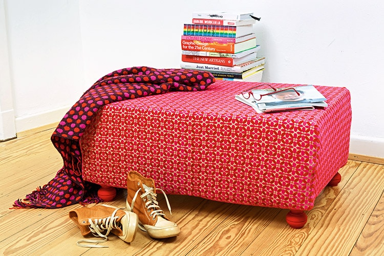 polsterhocker aus paletten handmade kultur. Black Bedroom Furniture Sets. Home Design Ideas