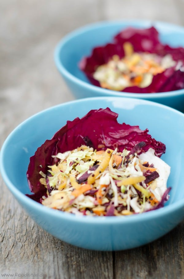 Spicy Quinoa Salad Bowl mit Erdnussbutterdressing von den [Foodistas]