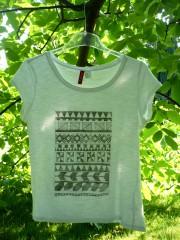 Ein T-Shirt im Ethno-Stil bedrucken