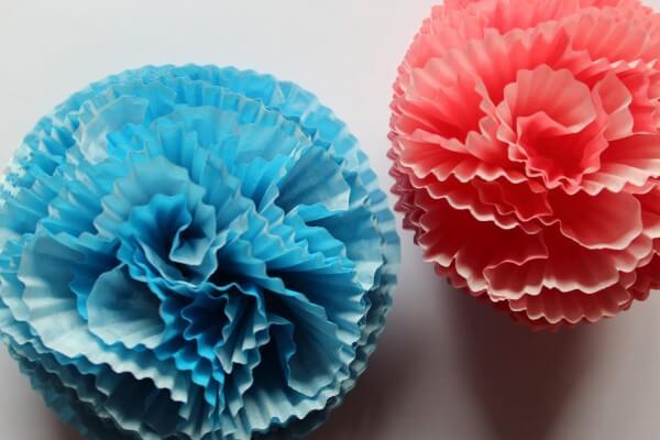 Blüten aus Papier-Muffinförmchen