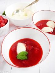 Himbeerkaltschale mit Joghurt-Zitronen-Nocken von den [Foodistas]