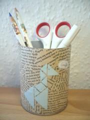 Ein Tangram-Stiftebecher