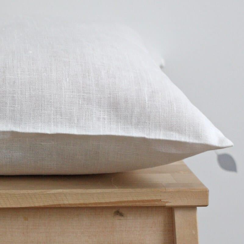 leinen kissenbezug opava wei mit rei verschluss geschenke bei handmade kultur. Black Bedroom Furniture Sets. Home Design Ideas